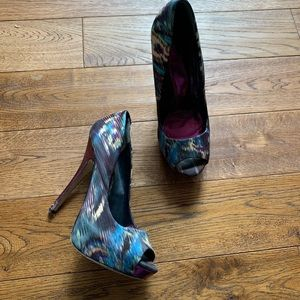 Aldo purple/blue/tan pattern heels